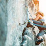 岩場や鎖場を安心して通過するために身につけたい岩登りの基本技術